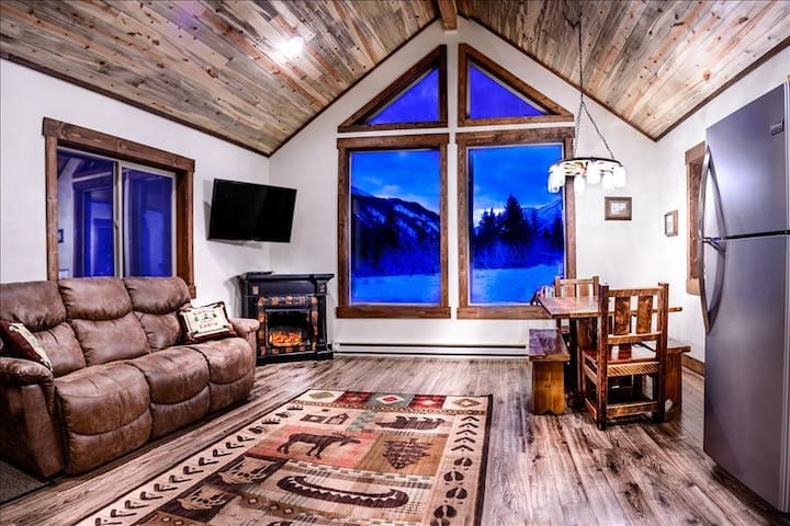 ***Elegant Mountain Cabin Getaway*** Private Land Hunting! - Big Timber - Stuga