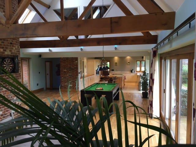 Unique modern house, vast garden - Canterbury - Bridge - 獨棟
