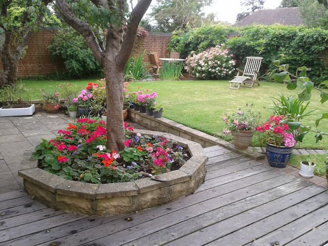 Rooms available: under 3 miles from Goodwood - Tangmere - Huis