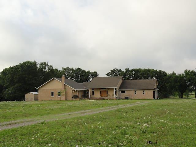 Scenic Oklahoma Ranch - Ada - Hus