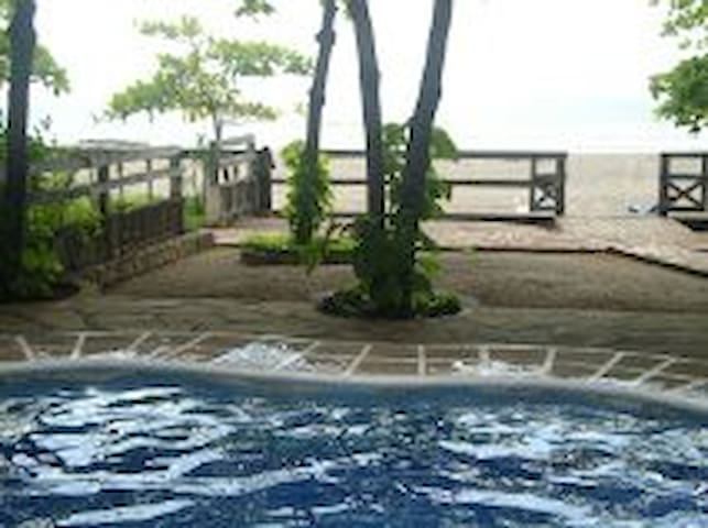 Beachfront with pool 4bedroom Exclusive beach - Pochomil - Wohnung