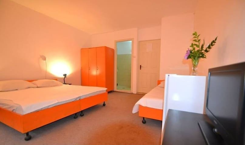 Hostel Pamira Triple Room 1 - Mamaia-Sat