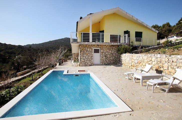 Beautiful Villa with Pool - Vinišće - Villa