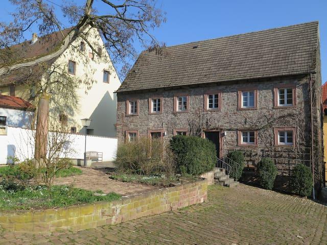 """Schloss Adelsberg - Zimmer """"Sinn"""" - Gemünden am Main - Appartement"""
