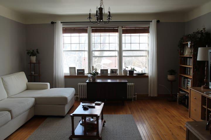 Superbe chambre chaleureuse - Sherbrooke - Lägenhet