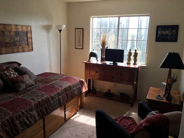 Cozy private room w/shared bathroom - Antioch - Rumah