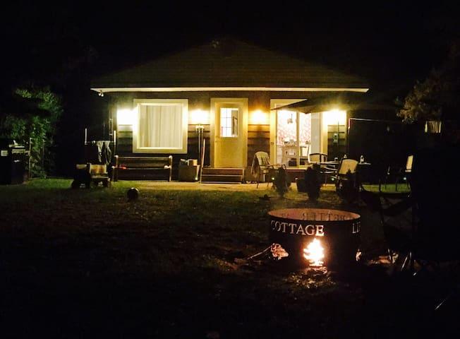 Long Point Family Beach Cottage - Port Rowan - Cabaña