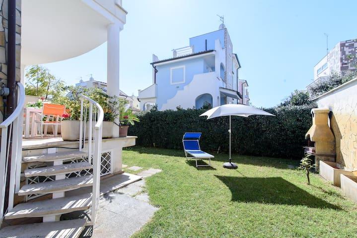 Cozy villa 100 metres from the sandy beach 12sleep - フレジェネ - 別荘