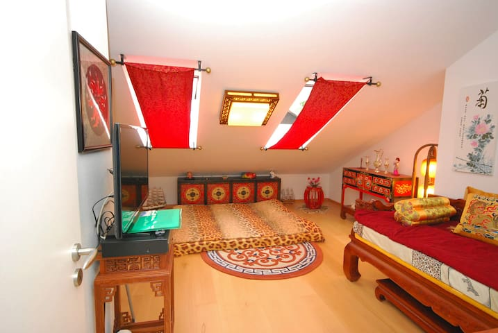 Romantic chinese room private WC & Free parkinglot - Ottobrunn - Huis