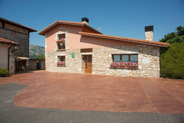 Casa rural Legaire Etxea Habitación A - Ibarguren - Huis