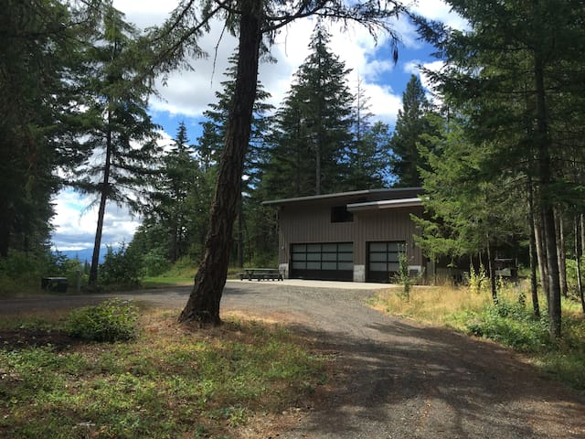 Garage Mahal, modern sanctuary in the woods - White Salmon - Ev