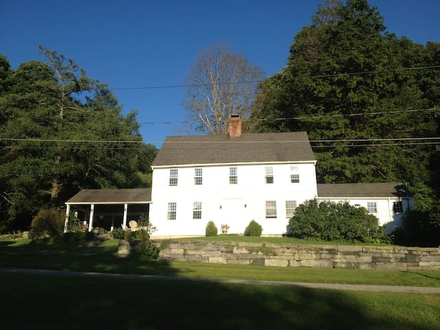 Red Mountain Farm -- CT Farmhouse - West Cornwall - Casa