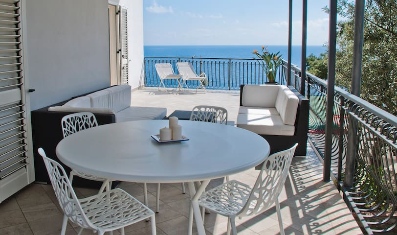Sunny seaview apartment, 100 mt from the beach - Nerano - Appartement