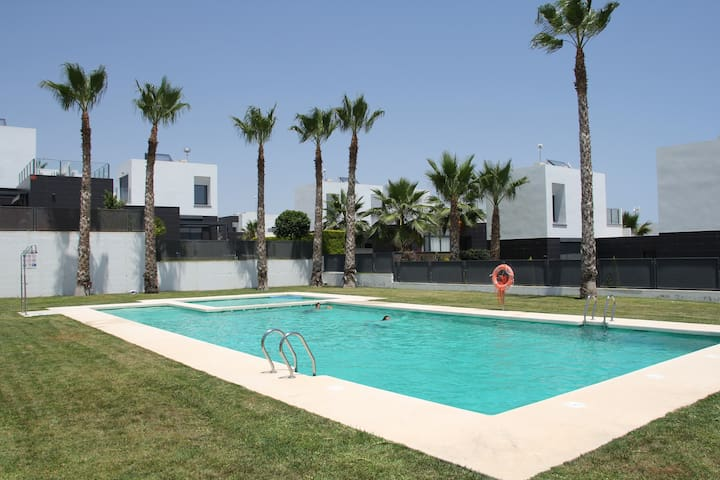 Modern holiday home at La Finca Golf resort - Algorfa - Huis