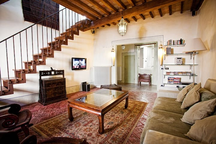 Lovely family-friendly, old-town flat with terrace - Città di Castello - Appartement