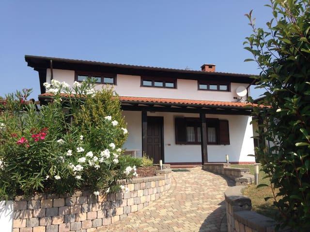 Great villa close to Lake Maggiore - Revislate - Villa