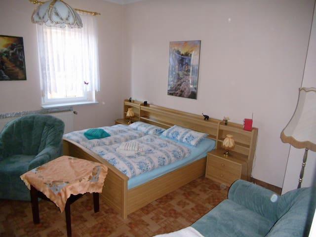 Ferienzimmer im Neuseenland - Borna - Appartement