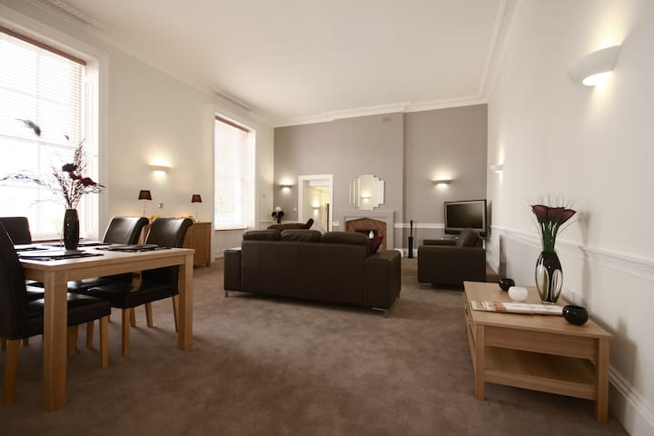 MH2 Fully Serviced Apartment, Free Wi-Fi, SKY - Wokingham - Apartment