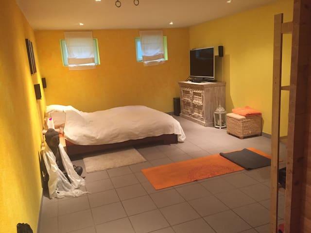 Schönes Zimmer im Untergeschoss inkl. Sauna - Illnau - Huis