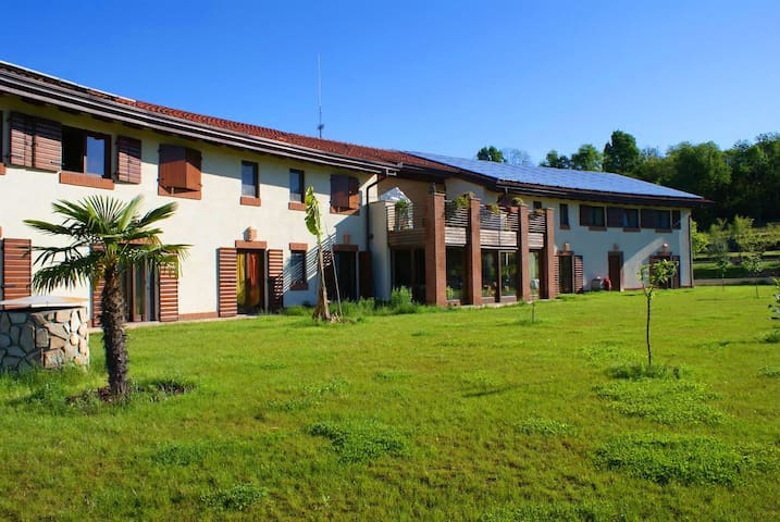 LAVALLAORO',  Damanhur, benvenuti! - Cuceglio - Villa