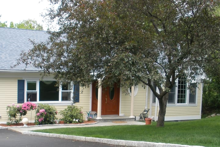 Nested in the Country Close to NYC, Pvt Room - Yorktown Heights