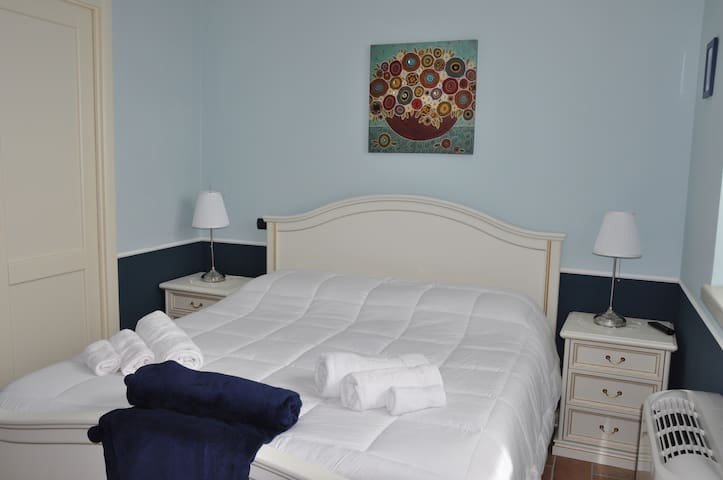 Stanza Privata Camera Azzurra - Paternopoli - 家庭式旅館