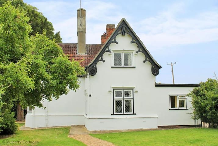 Crest Lodge 3 bedroom charming countryside cottage - Essex - Casa