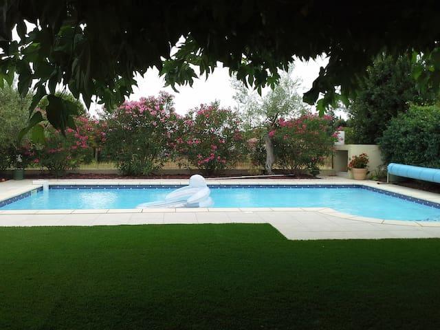 T2 climatisé avec piscine - Saint-Génies-des-Mourgues - Leilighet
