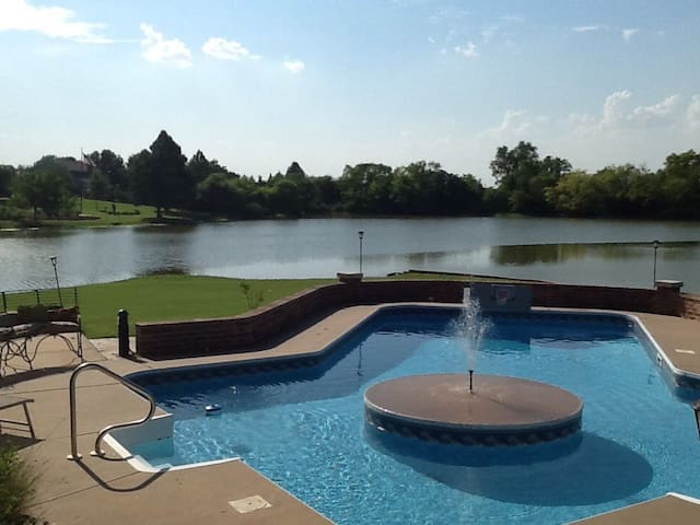 Beautiful lakeview in central location - Oklahoma City - Casa de huéspedes