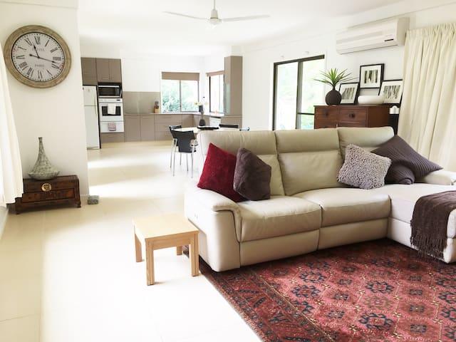 Habitat 3: - 2 bdrm acreage Guest House - Tallai - Domek gościnny