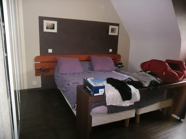 loue agrable et simpathyque chambre - Saint-Georges-de-Reintembault - Leilighet