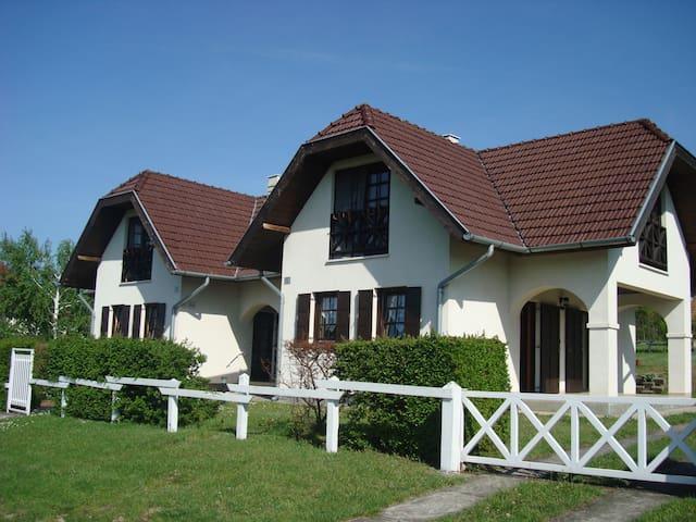 Semi-detached houses in Tamási - Tamási - Huis