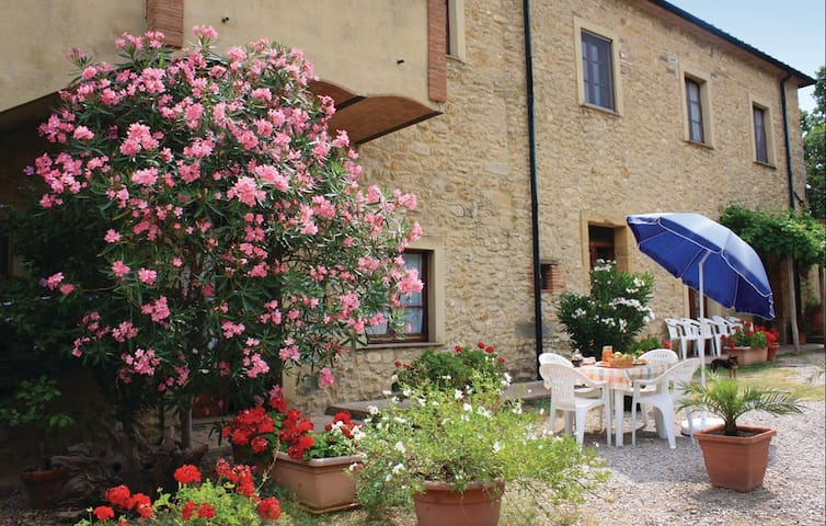 Apartment in farmhouse, pool, b&b - Pomarance - Daire