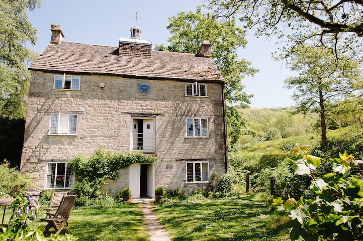Grist Mill, Cotswold stone house at Owlpen (1728) - Near Uley - Hus