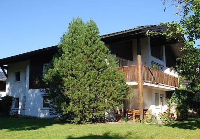 2-Zi-Wohnung mit Terrasse/ Chiemsee - Chieming - Appartement