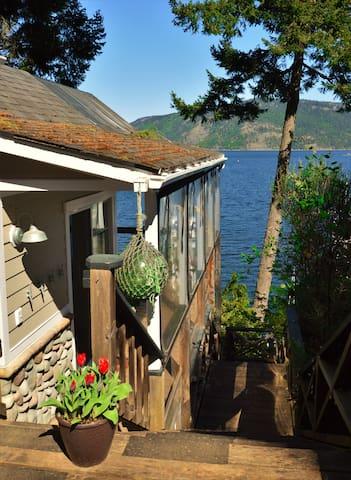 Baywatch Oceanfront Guesthouse - Duncan