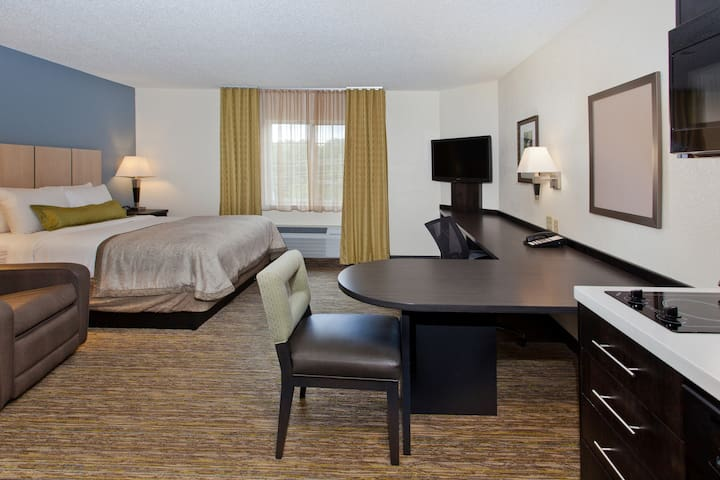 Candlewood Suites-Cleveland North Olmsted - North Olmsted