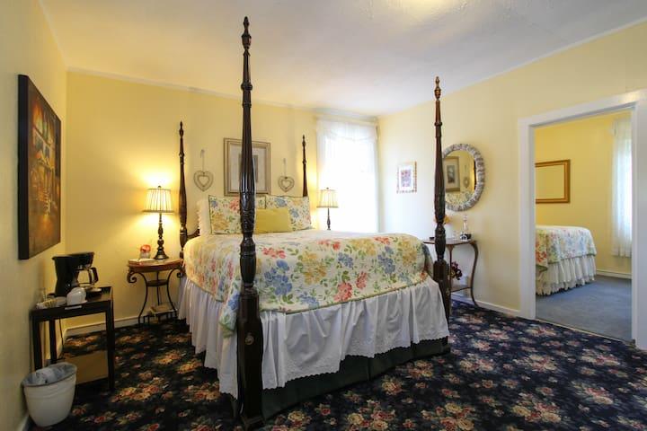 Vineyard View Sunny Hideaway Suite - St. Helena