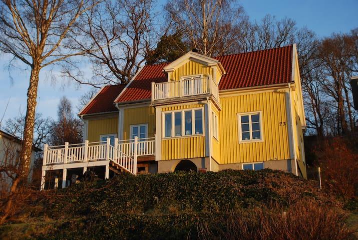 Large hillside villa with great view - Lerum - Casa