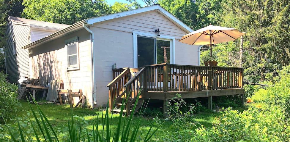 Peaceful Creekside Cottage - Rosendale - Cabane
