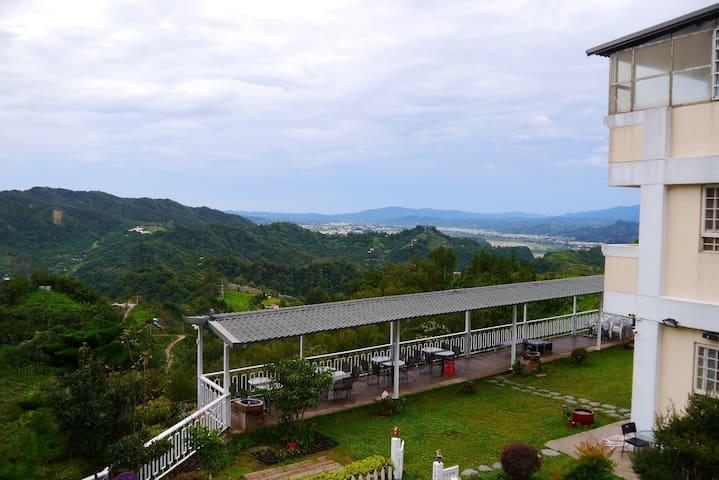 景觀2人房-棉花朵朵(嵐春峰)-台中新社最高景觀民宿 - Xinshe District