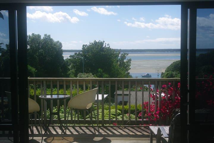 Seaview Lodge Getaway - Tanners Point - Casa
