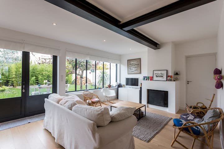 Peaceful home just minutes from the - Talence - Huis