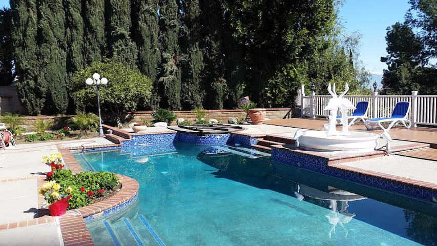 Beautiful Monterey Park home with a pool and view! - Monterey Park - Talo