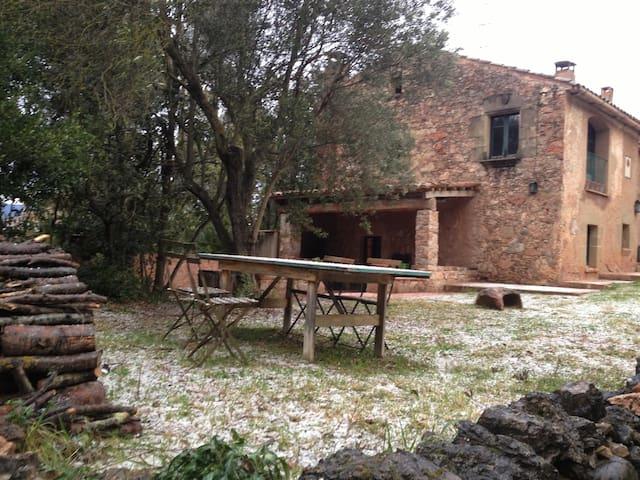 Casa típica de piedra junto a BCN - Caldes de Montbui - Ev