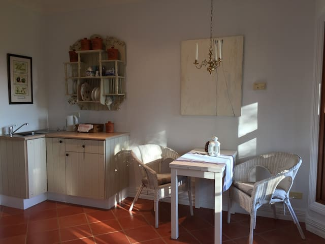 Heggy's Cottage with stunning views - Kangaroo Valley - Bed & Breakfast