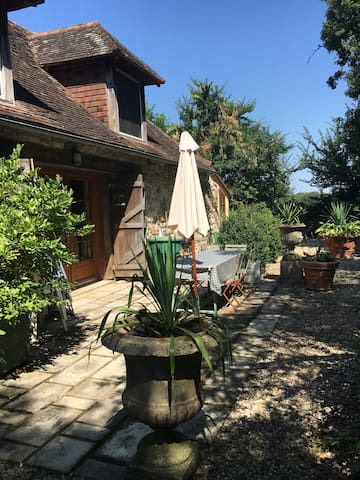 Charming 18th century converted barn shared pool - Journet - Hus