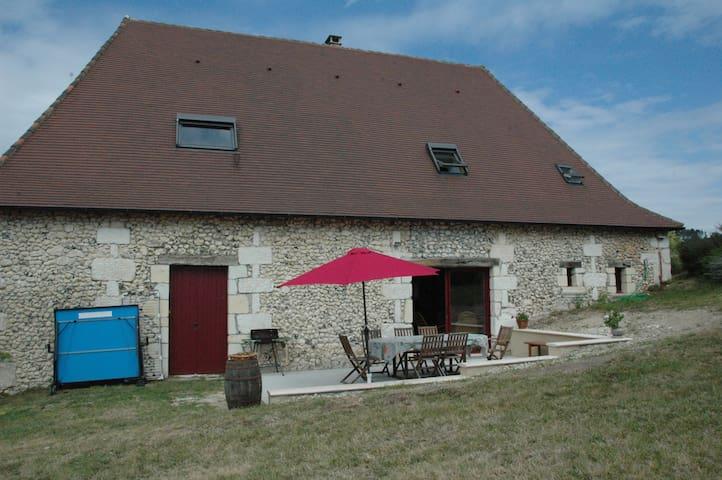 Grande grange entièrement restaurée - Saint-Pierre-de-Chignac - Ev