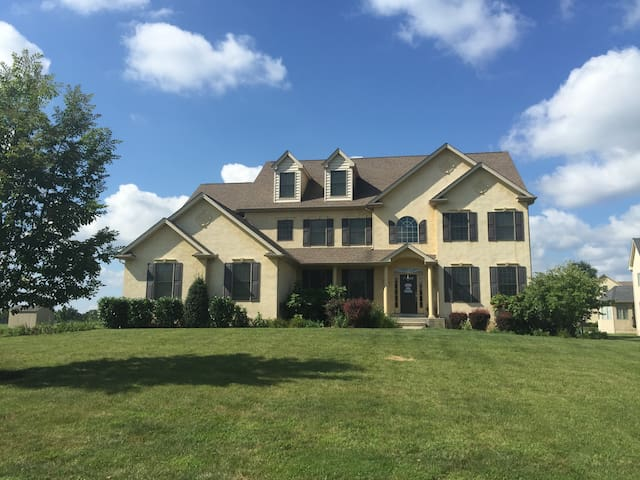 Philadelphia Home in the Suburbs - Eagleville - Casa