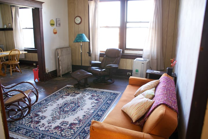 Downtown Apartment in Historic Bldg - Waterloo
